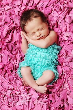 another cute pic idea..this baby kind of looks like my K when she was born! :)