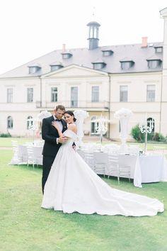 Stunning Diamond Styled Wedding on Chateau Mcely by Matej Trasak Wedding Photography #wedding #bride #groom #weddingdress #weddingveil #luxurywedding #weddinginprague #chateaumcely #weddingreception #prague #czechrepublic #weddingring #kiss #smile #weddingphotoinprague #weddingphotographyinprague #pragueweddingphoto #pragueweddingphotography