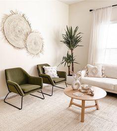 Earthy Living Room, Living Room Green, Boho Living Room, Living Spaces, Modern Living Room Chairs, Neutral Living Rooms, Nordic Living Room, Living Room Seating, Minimal Living Rooms