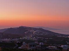 Pyrgos sunset Santorini Suites, International Airport, Seattle Skyline, Old Things, Villa, Island, Sunset, Beach, Travel