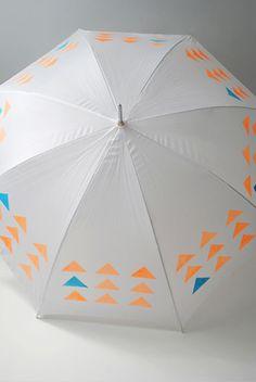 A Lovely DIY Umbrella - Handmade Charlotte Diy Craft Projects, Cute Crafts, Easy Crafts, Umbrella Painting, Diys, Do It Yourself Fashion, Diy Inspiration, Stencil Diy, Blog