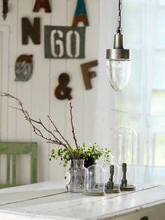 Lyktanin Huseby-valaisimen kupu on kauniin antiikkihopean värinen. Modern Country, Mason Jar Lamp, Interior Design Kitchen, Table Lamp, Ceiling Lights, Lighting, Pendant, Inspiration, Home Decor