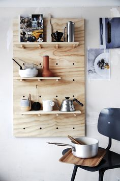 初心者さんでも簡単♪ いろいろ作れるベニヤDIY始めませんか? | キナリノ キッチンツールの収納に。小物もすっきりまとまりますね。