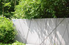 Tuinmuren met geïntegreerde schaduwstrepen. Origineel!
