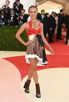 Alicia Vikander Shows Off Legs in Edgy Met Gala 2016 Look: Photo Alicia Vikander hits the red carpet at the 2016 Met Gala held at the Metropolitan Museum of Art on Monday (May in New York City. The actress,… Alicia Vikander, Celebrity Red Carpet, Celebrity Look, Celebrity Dresses, Celeb Style, Keira Knightley, Met Gala Red Carpet, Ex Machina, Costume Institute