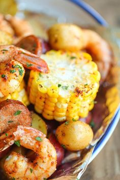 The Best Grill Recipes for Your Camping Trip: Get the recipe for these shrimp boil foil packets at Damn Delicious. Foil Packet Dinners, Foil Pack Meals, Foil Dinners, Grilling Recipes, Seafood Recipes, Dinner Recipes, Cooking Recipes, Easy Cooking, Cooking Ideas