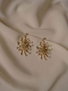 Mini Bar Stud earrings in Gold fill, short gold bar stud, gold fill bar post earrings, gold bar earring, minimalist jewelry - Fine Jewelry Ideas Ear Jewelry, Jewelry Sets, Jewelery, Silver Jewelry, Fine Jewelry, Vintage Jewelry, Accessories Jewellery, Jewelry Bracelets, Jewelry Watches
