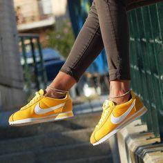 Sneakers femme - Nike Cortez yellow (©evaunk)