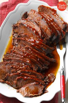 40 Showstopping Beef Entrees for Christmas These Christmas beef entrees are sure to set any holiday party over the top with appearance and flavor. Christmas Entrees, Christmas Meat, Christmas Dishes, Christmas Dinner For Two, Christmas Baking, Dessert Party, Rib Recipes, Cooking Recipes, Healthy Recipes