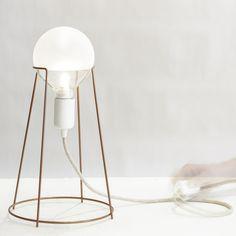 Design by Giulia Agnoletto  Inspirée par le muselet qui retient habituellement…