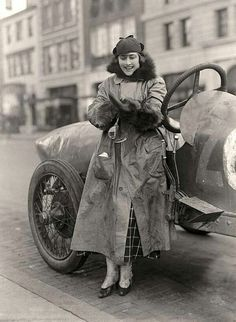 Miss Elinor Blevins, Woman Auto Racer in 1915