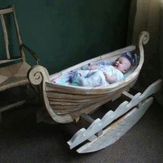 Viking drakkar for the baby! Woodworking Jigs, Woodworking Projects, Carpentry, Lampe Crochet, Viking Baby, Foto Baby, Baby Furniture, Danish Furniture, Baby Cribs