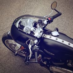 Triumph Thruxton 1200 R with Dolphin-nose fairing [overhead view] Triumph Cafe Racer, Cafe Racer Bikes, Triumph Motorcycles, Custom Motorcycles, Vintage Motorcycles, Womens Motorcycle Helmets, Cafe Racer Motorcycle, Motorcycle Girls, Vintage Cafe Racer