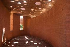 Galeria de Claraboias de barro: iluminação natural a partir de materiais reutilizados - 2