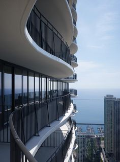 Aqua Tower / Studio Gang Architects
