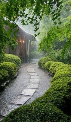 Quand à l' architecture japonaise contemporaine,on doit souligner que elle se développe rapidement,en conservant son air traditionnel. Voilà Japon en photos #JapaneseGarden