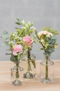 Nous vous proposons ce trio de bouquets comme centre de table, afin d'apporter une petite touche florale à votre joli jour. Livraison dans toute la France.
