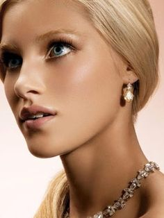 Pair a bare look with sleek hair and a few statement pieces of jewelry for a regal holiday look.   www.uniqxprnce.com