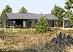 Nytænkende og stilskabende udvikling af typesommerhus. De økonomiske fordele ved et typesommerhus + individuelle arkitekttegnede valgmuligheder. Se her.