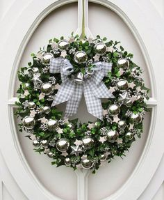 By Solange Maria Soccol Christmas Tree Wreath, Christmas Door, Holiday Wreaths, All Things Christmas, Winter Christmas, Christmas Holidays, Christmas Crafts, Christmas Decorations, Deco Wreaths