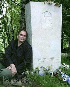Tarantino con el monumento del Pasternak -su idolo.Peredelkino. Rusia