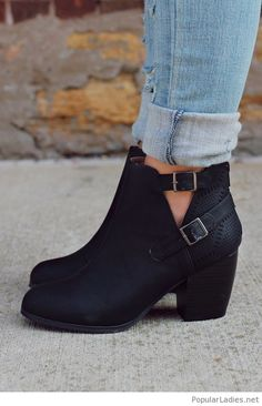 amazing-black-matte-leather-boots