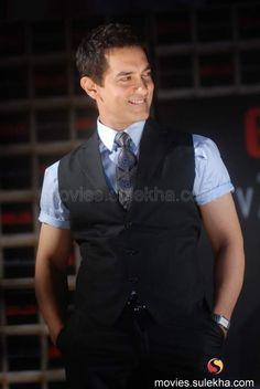 Aamir Khan looking hot in a suit in Ghajini