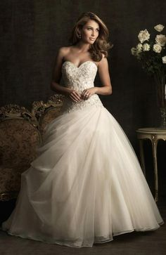 Sweetheart Applique Tulle Ball Gown Wedding Dress
