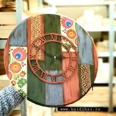 N-am lăsat ziua de sâmbătă să treacă așadar am mai meșteriti ceva în  atelierul #haidihai  ________________ www.haidihai.ro . . . #ceasdeperete #ceaslemn #woodcraft #woodclock #folkart #mixmedia #decorarecasa #decorațiunelemn #pentrucasă #designinterior #design #rusticdecor #romania🇹🇩 #personalizare #designinterior Diy Decoupage Tutorial, Mix Media, Mai, Folk, Design, Home Decor, Clocks, Decoration Home, Popular