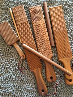 Hand made cooks, pasta & other kitchen tools by NonnasWoodShop Vintage Kitchen Appliances, Cooking Appliances, Kitchen Tools, Kitchen Gadgets, Cupcake Cake Designs, Making Gnocchi, Tart Molds, Drying Pasta, Fresh Pasta