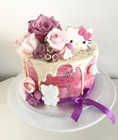 Hello kitty drip cake