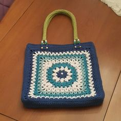 Inst örgülerim ve yünlerim Crochet Granny, Princesas Disney, Crochet Projects, Straw Bag, Diy And Crafts, Projects To Try, Pouch, Wool, Sewing