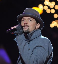 JASON MRAZ - Lyrically creative genius   5 concerts and I have loved his music for over ten years...before he made it BIG
