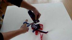 Ook leuk! Plastic garen maken van plastic tassen. Om bijvoorbeeld weer... je eigen plastic tas mee te #breien ;-)