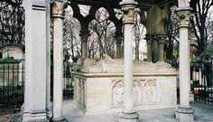 Tomb of Abélard and Héloïse, Père Lachaise Cemetery, Paris, France.