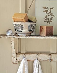 Three Little Known Facts About Shabby Chic Style Shabby chic is an interior design style that incorporates worn, antique furniture and vin. Baños Shabby Chic, Shabby Home, Shabby Vintage, Vintage Decor, French Vintage, Texas Farmhouse, Farmhouse Chic, Hill Country Homes, Stone Houses