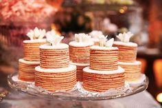 Bolo de bolo deRolo está vindo com tudo nas festa de casamento! Cake Boss, For Your Party, Mini Cakes, Cake Cookies, Wedding Cakes, Place Card Holders, Sweet, Desserts, Food