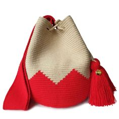 The stunning, one-of-a-kind Wayuu bag has been carefully crocheted by indigenous women from the desert of La Guajira, Colombia. Mochila Crochet, Crochet Shoulder Bags, Tapestry Crochet Patterns, Ethnic Bag, Tapestry Bag, Boho Bags, Crochet Handbags, Handmade Bags, Purses And Handbags