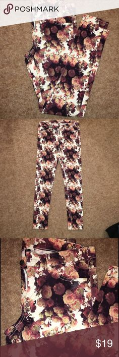 H&M Divided Printed Skinny Pant H&M Divided Printed Skinny Pant; size 10; multi flower print colors: black, white, maroon, mauve, olive green. Great fall pants paired with nude pumps or flats for a great fall look. These pants have been worn once in great condition no flaws! Material: 98% cotton & 2% elastane. Some stretch, skinny tapered ankle. Adorable pants for going out or casual day! H&M Pants Skinny