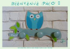 Porte-manteau en bois, découpé et peint à la main. Hibou bleu turquoise, sur branche grise et feuilles vert anis.  #artdecosalamandre #portemanteaubois #paterebois #hibousurbranche #couleurbleuturquoise #creationpersonnalisee #faitmain #homesweethome