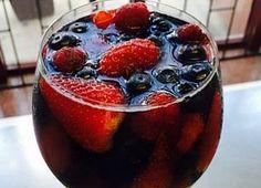 Gelatina ao vinho rosé e frutas vermelhas rende sobremesa leve e refrescante - Gastronomia - Bonde. O seu portal