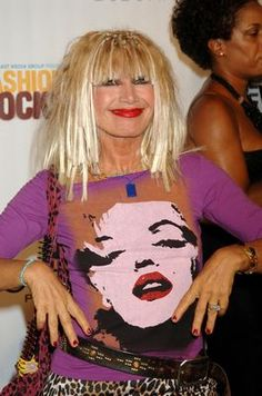 "Betsey Johnson » Syracuse University  ""This eccentric designer started out as an art major before making a statement in the fashion world with her bubbly personality and bold creations. She graduated Phi Beta Kappa in 1976 and went on to show off her distinct and girly wardrobe smarts."" ~hercampus.com"