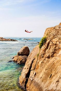 Galle, Sri Lanka, Diving from stone ramparts 08