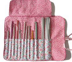 Tutoriel gratuit de la trousse pour ranger vos crochets - Patrons et tutoriels de couture chez Makerist