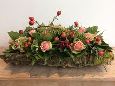 Bilderesultater for herfstbloemstukken Silk Flower Centerpieces, Christmas Flower Arrangements, Fall Arrangements, Grave Decorations, Flower Decorations, Christmas Decorations, Deco Floral, Arte Floral, Art Floral Noel