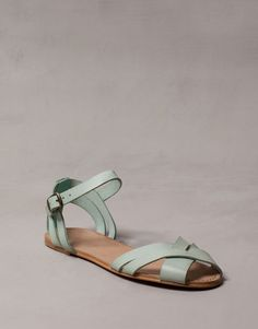 PULL|BEAR  LEATHER STRAP SANDALS