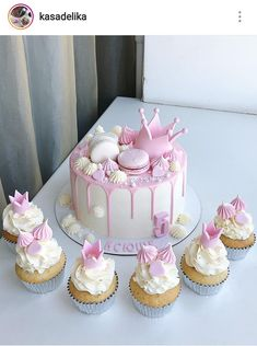 The best moment of life is happy birthday, which remembers that we are alive on this world because of this, get the best collection of happy birthday cakes. Pretty Cakes, Cute Cakes, Yummy Cakes, Cute Birthday Cakes, Beautiful Birthday Cakes, Happy Birthday Cake Girl, Princess Birthday Cakes, Birthday Cake Decorating, Drip Cakes
