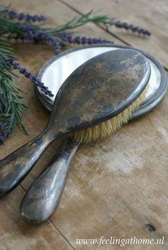 Haarborstel plus spiegel. Vintage Love, Vintage Silver, Antique Silver, Primitive Furniture, Vintage Furniture, Girly Things, Old Things, Vintage Dressing Tables, Tarnished Silver