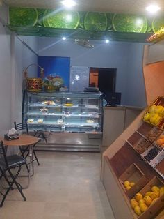 Inside the shop a sitting arrangement where customers can drink organic fresh fruit & vegetable juices.