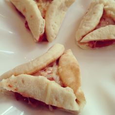 Pizza-taschen made from mini pita - perfect for preschool purim parties